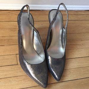 Nine west shoe pump heels. Black gold. Padded foot